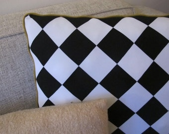 Beautiful pillow / cushion - 17,7 x 17,7 inches - black/white checkered with mustard yellow piping