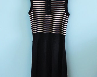 70s mod sleeveless black and white dress, striped knit collared vintage dress.
