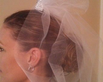 Adorable little tiara with tulle veil for your bachelorette party!