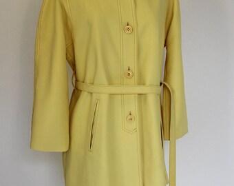 Buttercup Yellow Vintage 1960s/1970s  London Fog Raincoat (Size 14)