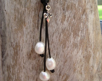 PEARL/ LEATHER NECKLACE  (Jennifer)