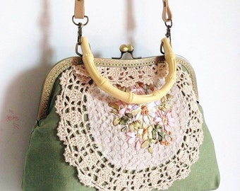 Light green Embroider Vintage style Metal frame purse/coin purse / handbag /Pouch/clutch/tote bag/ Kiss lock frame bag