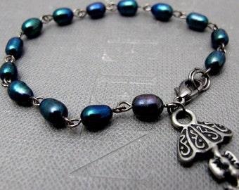 "Peacock Umbrella Bracelet // Dark Blue Freshwater Pearls // Gunmetal Umbrella Charm // 7"" Bracelet // Gift under 30"