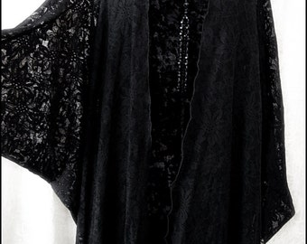 Decadent Art Deco Black Lace Batwing Kimono Robe by Kambriel - Brand New & Ready to Ship!