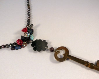 CLEARANCE* Midnight in the Rose Garden Vintage Skeleton Key Pearly Necklace