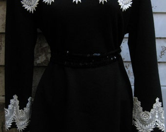 medium Pilgrim dress, Thanksgiving dress large Colonial to Victorian style, lace  white collar dress, with white lace collar and cuffs