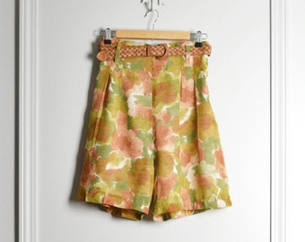 SALE / Shorts High Waist / Floral Yellow Peach Watercolor / Pleated Sheer Lined / Fall Colors Pin Up / 80s Vintage / Medium M / 29 W