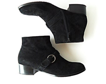 HeRE SHE COMeS Vtg Black Suede Chelsea Ankle Boots Booties with Round Buckle Size 7