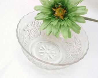 Vintage Sandwich Bowl / Clear Glass Dessert Bowl / Anchor Hocking Vegetable Bowl - Serving Dish