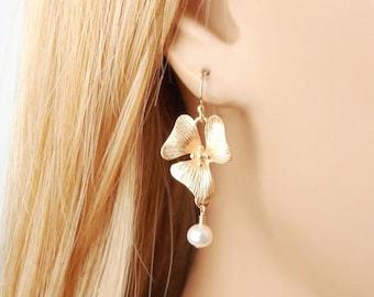 Gold Flower Earrings, Pearl Earrings, Wedding Jewelry, Bridesmaids Earrings, Flower Jewelry, Orchid Earrings, Bridal Earrings, Gold Earrings