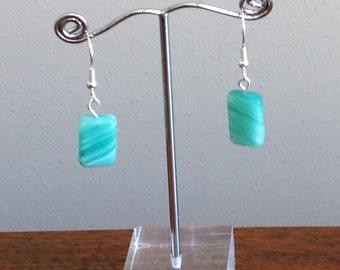 green/ white swirl glass bead