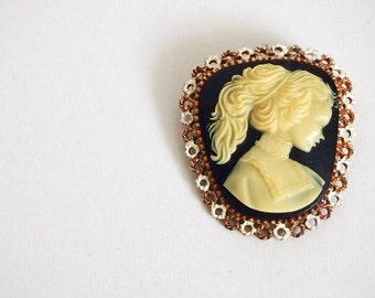 Vintage 1920s Cameo Brooch / Vintage 20s Celluloid Brooch / 20s Brooch Pin
