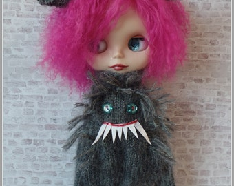 """PDF knitting pattern - Werewolf suit and headband for 12"""" Blythe"""