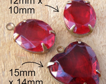 Ruby Red Glass Beads, Pendant Earrings Set, Red Heart Pendant, 12mm x 10mm, Oval, Vintage Glass Beads, Rhinestone, Patina Brass Settings