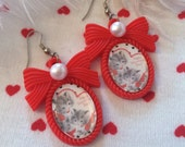 Valentine Kittens in Heart Small Cameo Earrings