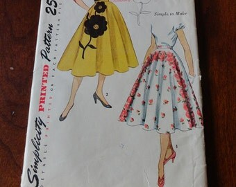 Vintage 50s Simplicity 3560 Misses Circle Skirt with Transfer for Applique Waist 28