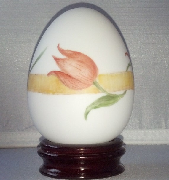 Kiln Fired Porcelain Tulip Garland Egg