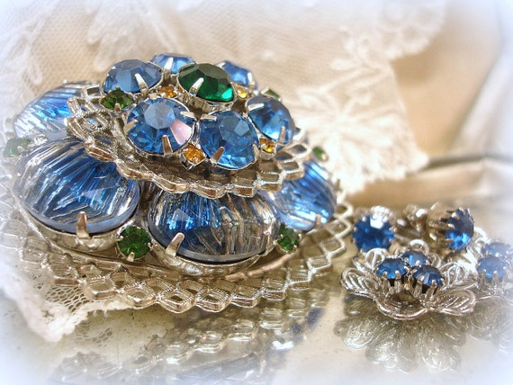 vintage art glass brooch and coordinating earrings . light sapphire blue rhinestone brooch . emerald . topaz