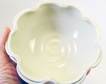 Ruffle Bowl in White
