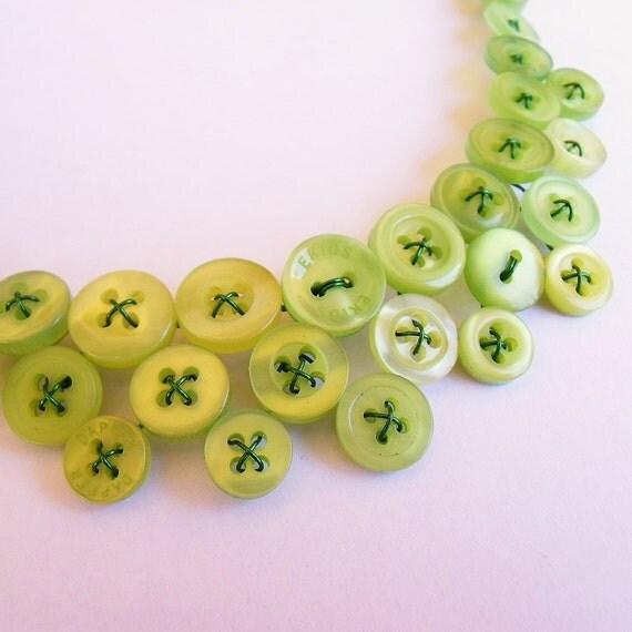 Green button necklace - Fresh