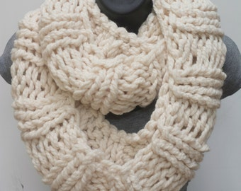 Super Chunky Women's infinity scarf,  cream knitted scarf, super chunky scarf, knitted infinity scarf, cowl scarf