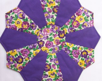 """10.5"""" Pansy Print Dresden Plate Table Topper (D13-10.5)"""