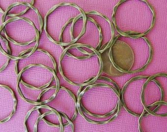 Twisted Antiqued Bronze  hammered round connector links 20 pcs  22mm  CN410