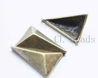 4 Pieces Antique Brass Tone Base Metal Spacer - Geometry - Triangle 32x22mm (26454Y-T-219)
