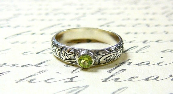Willow Ring - Vintage Sterling Silver Floral Stack Band with Green Peridot August Birthstone