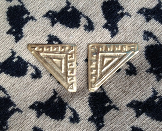 earclips Egyptian Lover gold colored earrings triangle geometric greek big 1980s clip on 1984