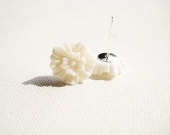 1 pair 12mm ivory cream white resin flower metal stud earrings post rubber stopper lead nickel safe jewellery causal daily bridal wedding