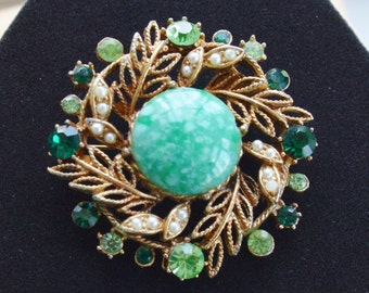 Pretty Vintage Green Rhinestone, Glass Stone, Faux Pearl Brooch, Gold tone