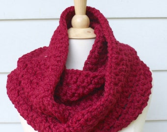 red crochet scarf, crochet infinity scarf, crochet chunky scarf, crochet chunky cowl, red chunky cowl, red wool scarf, red circle scarf