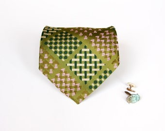 Wide Green Luxury Tie - Distinctive Vintage Pattern