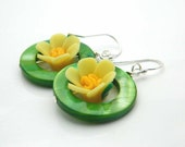 Spring EARRINGS . Green Shell, Flowers. Green, Yellow, Pearls, Fresh, Tropical, Floral, Vacations, Beach, Summer Jewelry, Jewelry Earrings