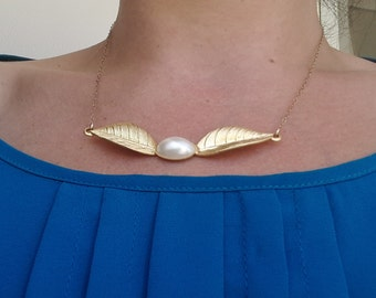 Matte Gold Leaf Necklace Set With Oval Pearl, Gold Chain, Pearl Necklace, White Pearl, Gold Necklace, Feather Necklace