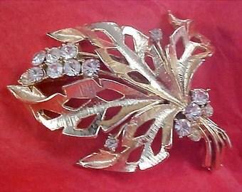 ART DECO~Lavish Diamante - open Design Gold Plate dimensional Brooch