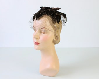 Vintage 1950s Hat / 50s Hat / Hat with Veil / Fascinator Hat / Cocoa