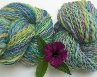 Hand   spun BFL  art yarn. Heavenly soft . Pastel color yarn. Easter color yarn.  Consuelo de mi alma.