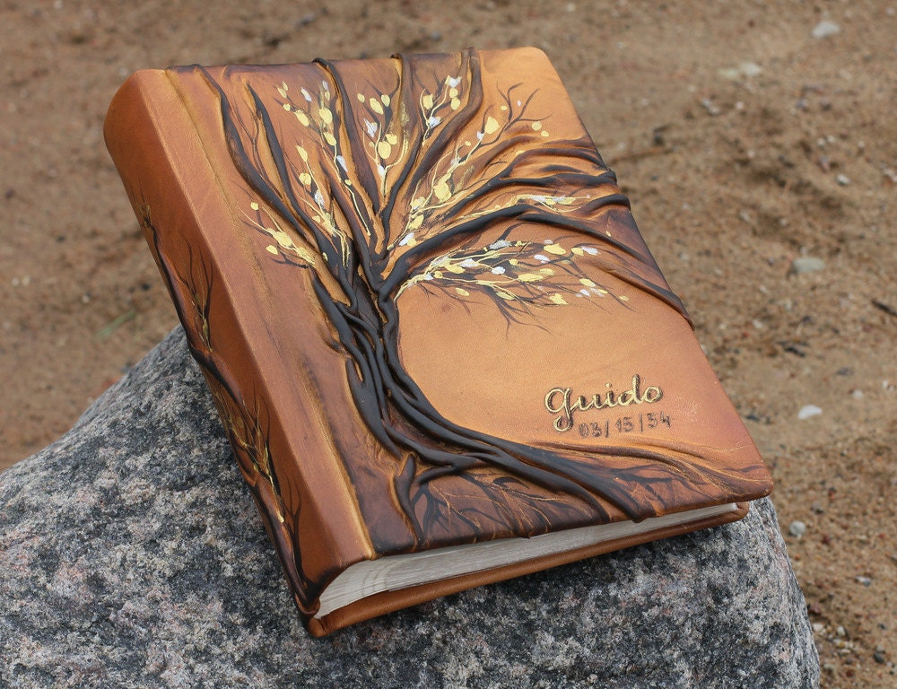 leather photo album 10 x 7 1 2 with tree for 200 photos. Black Bedroom Furniture Sets. Home Design Ideas
