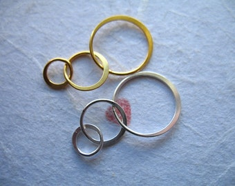 Shop Sale.. 5 pcs, Sterling Silver Links Connectors Eternity Rings, Triple THREE Linked CIRCLES, Smaller, 25x13.5 mm, art hp
