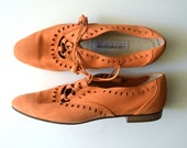 Vintage Orange Suede Oxfords / Lace Up Flats with Pointy Toe / size 6.5
