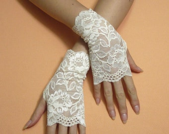 Short Romantic Boho Fingerless Gloves in pale Ivory, Wedding Mittens, Baroque, Victorian Lace Armwarmers Regency Style Bridal Hand Covers