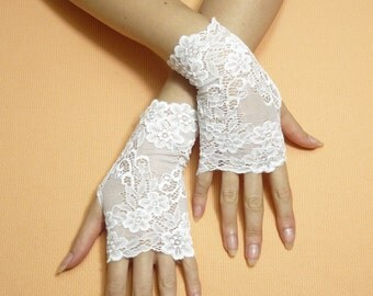 Short white Romantic Boho Fingerless Gloves, Wedding Mittens, Baroque, Victorian Lace Armwarmers Regency Style Bridal Hand Covers