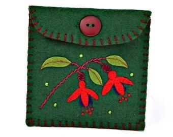 Felt coin purse, handmade floral felt purse, Fuchsia flower floral gift bag, green felt purse with fuchsia flower, small purse, Irish gift