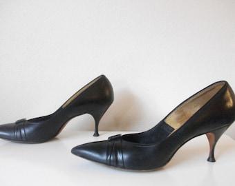 Black Leather 50s Pump, Size 7
