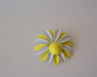 VIntage Metal Enamel Flower Daisy Pin
