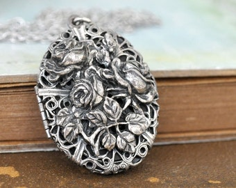 vintage find MEMERIES WITHIN antique silver tone locket necklace