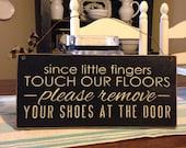 Primitive Decor,Door Sign,Door Hanger,Front Door Sign,Please Remove Your Shoes,Welcome Sign,Door Decor,Farmhouse Decor