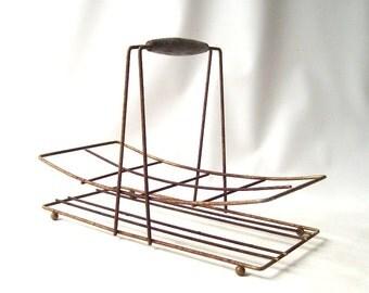 vintage 1950's glassware carrier metal wire basket wood handle mid century modern retro decorative home decor rusty rust rustic rack holder